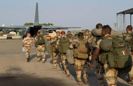 French troops embark for Mali as part of Operation Serval, the counter insurgency operation. (Photo: French ministry of Defense