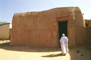 Ancient home in Zinder(Photo by dotlavi from Milano via wikipedia)