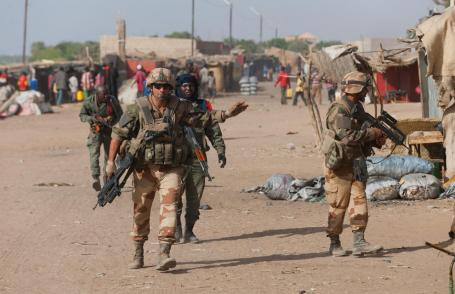French troops supported Malian forces battling insurgents in 2013. (Copyright Ministry of Defense)