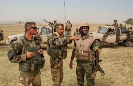French troops meet with soldiers from Burkina Faso outside Timbuktu. (Copyright French Ministry of Defense)
