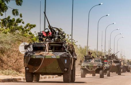 French armored column leaves airport to support Malian troops in Timbuktu.(Copyright: French Defense Ministry)
