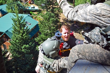(Photo by Sgt. Jonathan C. Thibault, 4th Combat Aviation Brigade Public Affairs Office, 4th Infantry Division)