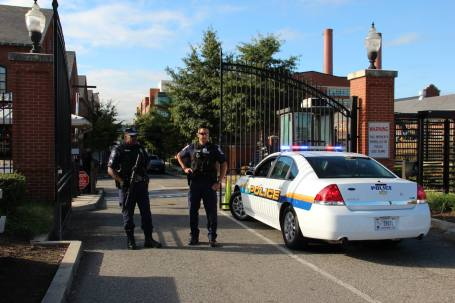 Police guard the front entrance of the Washington Navy Yard Tuesday. (U.S. Navy photo by Chatney Auger)