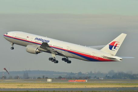 A Malaysian Airlines Boeing 777-200ER taking off from Paris in 2011. (Photo by Laurent ERRERA via Wikipedia)