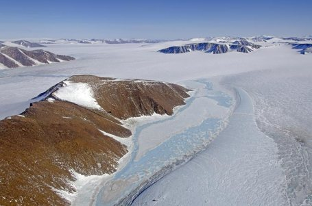 The Greenland ice sheet. (NSASA photo by Michael Studinger)