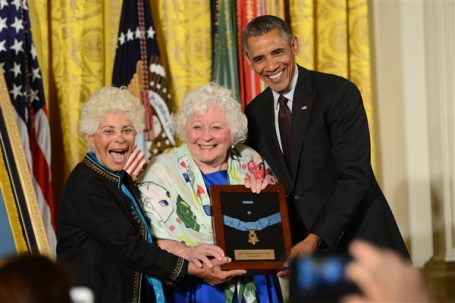 President Obama presents Ina Bass, left, and Elsie Shemin-Roth with the Medal of Honor for their father, Army Sgt. William Shemin, at the White House, June 2, 2015. (Defense Dept. photo by Lisa Ferdinando)