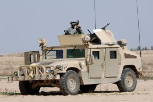 U.S. Army soldiers in a Humvee in Iraq 2006. (U.S. Navy photo by Photographers Mate 3rd Class Shawn Hussong)