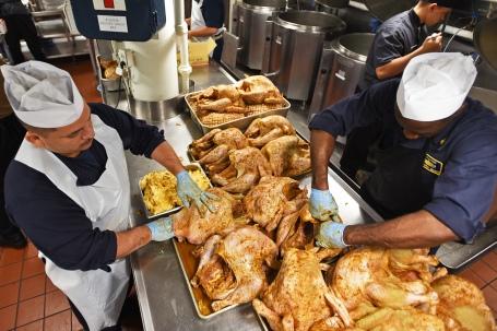 USS Blue Ridge Sailors prepare Thanksgiving Meal