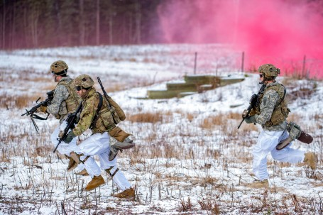 1 Geronimo paratroopers conduct live-fire training at JBER