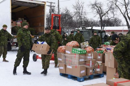 XMAS No. 11 Canadians Op Parcel Push