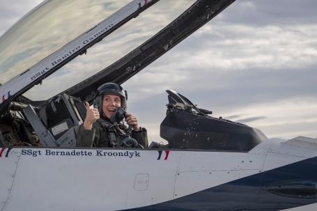 WOMEN AIR FORCE ID4